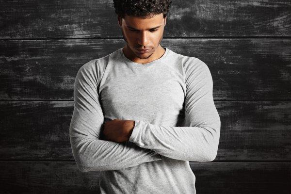 Tips Tampil Keren Dengan Baju Polos Lengan Panjang  dan 9 Brand Pilihannya