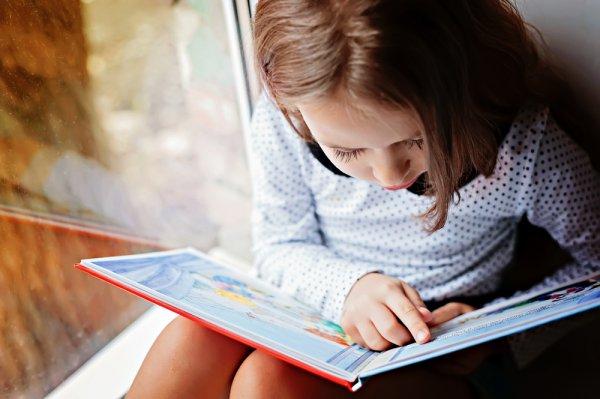 Menstimulasi Pertumbuhan Otak Anak dengan 10 Rekomendasi Buku Cerita Anak dan Manfaat Membacakan Buku Cerita untuk Anak