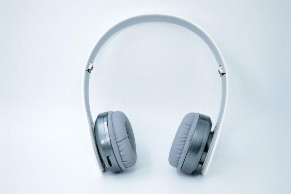 Manjakan Telinga dengan 9 Rekomendasi Headphone dan Earphone Beats Pilihan Audio Professional Dunia