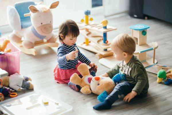 Cari Kado untuk Bayi? Ini 8 Inspirasi Kado untuk Bayi 2 Tahun (2020)