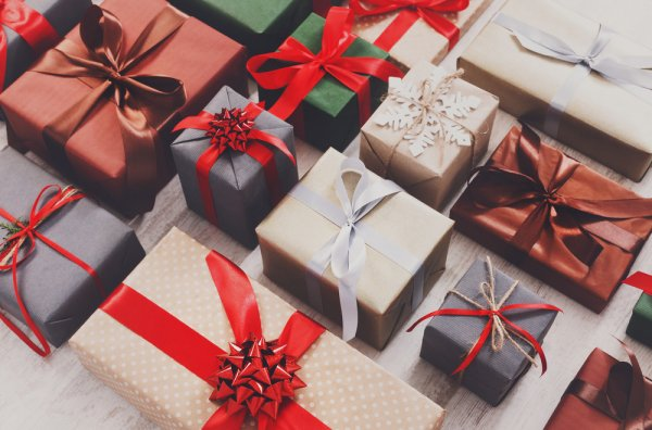 Have the Perfect Gifts for Your Loved Ones But Can't Find the Right Gift Boxes? Learn How to Make Them Yourself!