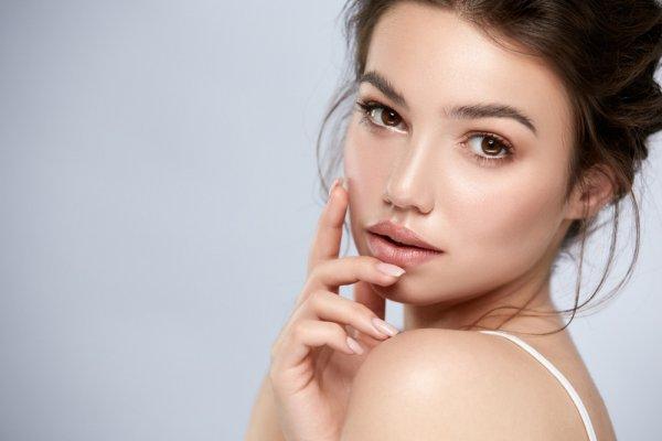 Ladies, Ini Dia 7 Rekomendasi Concealer dari Make Over yang Membuat Penampilanmu Makin Flawless (2020)