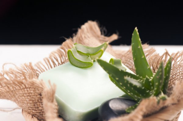 Penuhi Nutrisi Kulit dengan 10 Rekomendasi Sabun Lidah Buaya Kaya Manfaat dan Mudah Didapat!