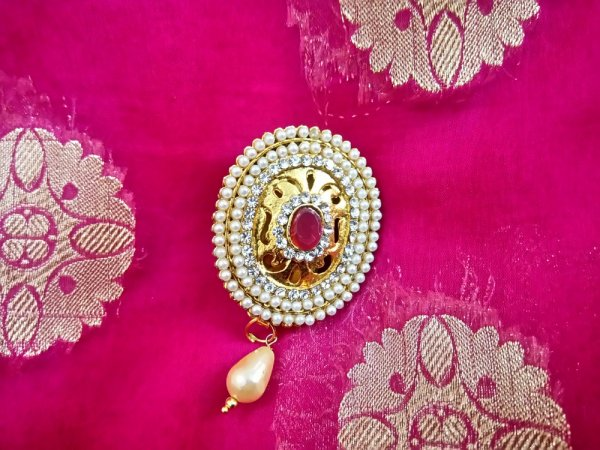 A Saree Brooch is the Perfect Blend of Utility and Beauty: 10 Awe-Inspiring Selection of Ethnic Saree Brooches to Tie Your Outfit Together and How to Select the Perfect Brooch
