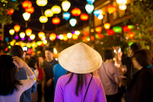 13 Rekomendasi Suvenir Vietnam yang Sayang Dilewatkan saat Berkunjung ke Sana