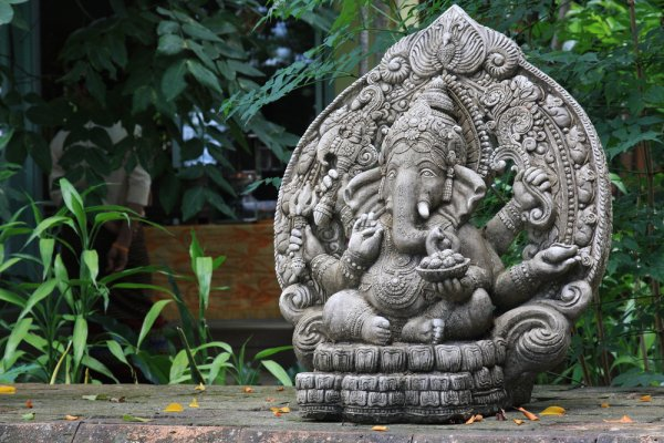 10 Silver Gift Items For A Housewarming From Auspicious Idols And Puja Thalis To Silverware And