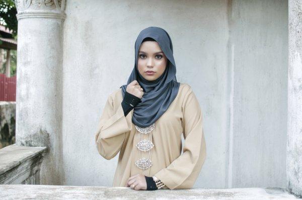 Gaya Simpel dan Elegan dengan 10 Pilihan Outfit Baju Gamis Sederhana untuk Anda Hijaber Cantik