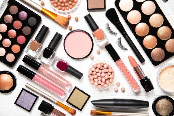 10 Rekomendasi Y.O.U Kosmetik yang Bikin Lebih Percaya Diri! (2021)