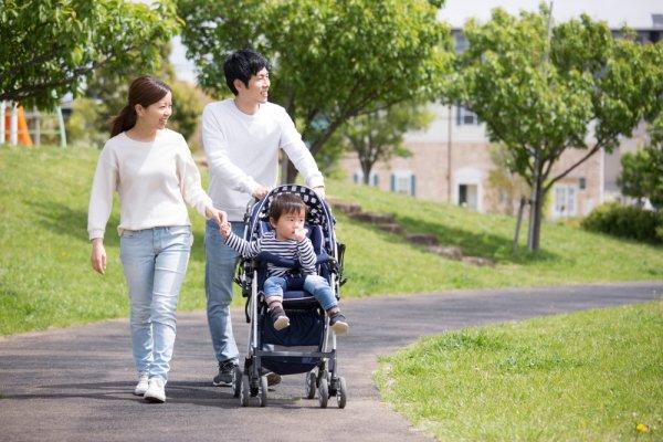10 Rekomendasi Stroller Bayi 2020 yang Bikin Anda dan Buah Hati Nyaman Bepergian (2020)