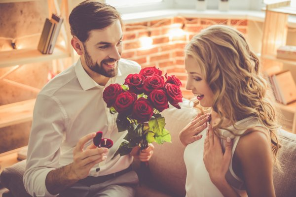 Pupuk Lagi Cinta dengan 10 Hadiah 25 Tahun Pernikahan untuk Pasangan Terkasih