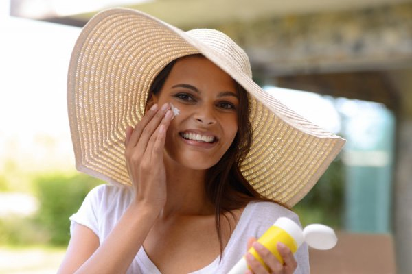 Wondering What to Wear This Summer(2020)? Get the Latest Facts on How to  Buy Your Next Sunscreen.