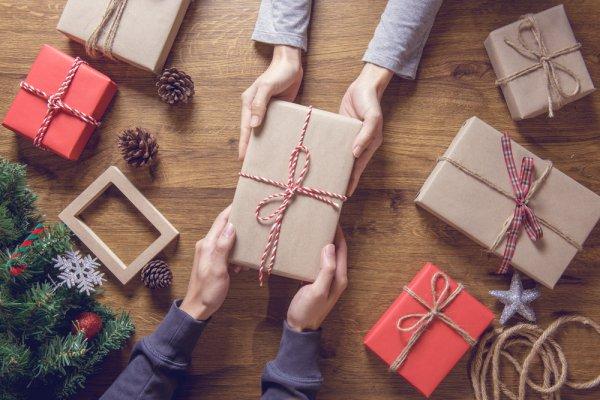 Rayakan Momen Bahagia saat Teman Mendapatkan Pekerjaan Baru dengan 10 Rekomendasi Hadiah Ini