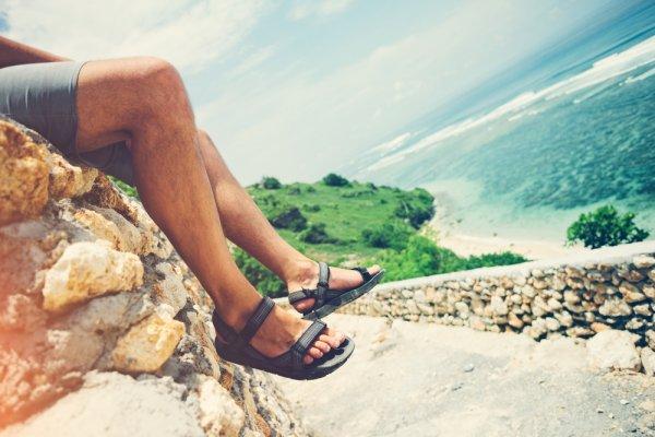 Tetap Keren saat Santai dengan 9 Rekomendasi Sepatu Sandal Berkualitas untuk Pria (2019)