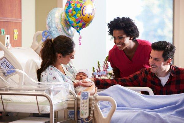 10 Hadiah Kelahiran untuk Menambah Kebahagiaan para Orang Tua Baru