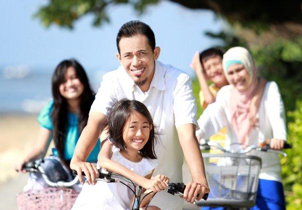 Tampil Keren Dan Kompak Dengan 8 Pilihan Baju Muslim Couple Untuk Keluarga Harmonis