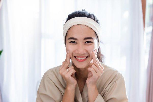 Selain Gunakan Pemutih Alami Wajah, Inilah 10 Krim Pemutih Wajah yang Cocok untuk Wanita Indonesia (2021)
