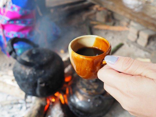 Melancong ke Yogyakarta? Jangan Lupa Cicipi Sensasi Kopi Joss di 9 Angkringan yang Selalu Ramai Pengunjung Ini!