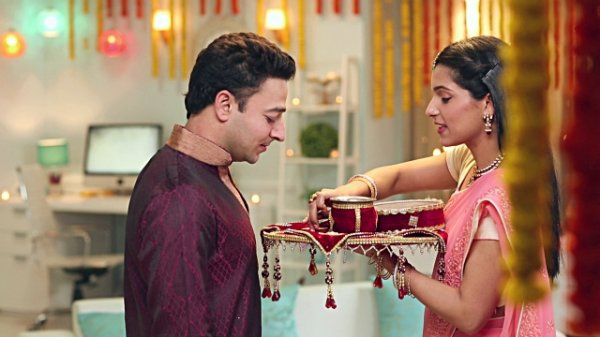 Be Prepared with a Special Gift for Your Wife, 10  Great Karwa Chauth Gifts to Buy for Her Online (2019)