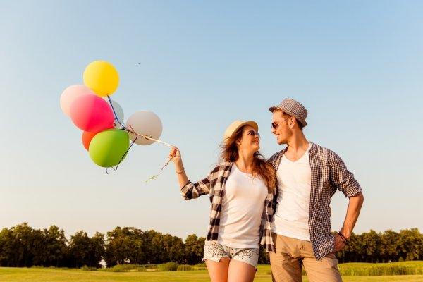 9 Pilihan Baju Couple Modern Serasi untuk Kamu yang Sayang Pacar 2018