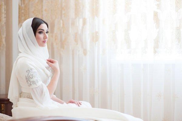 Syar'i dan Serasi dengan 8 Pilihan Dress Muslim Ini