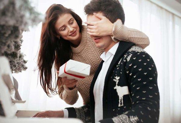 आपकी शादी की 11 वीं सालगिरह पर पति को क्या उपहार देना चाहिए? यहाँ पाएं 10 उपयोगी और अद्भुत उपहार विकल्प, साथ में, इन सभी वर्षों के बाद भी रोमांटिक होने के बारे में अधिक विचार