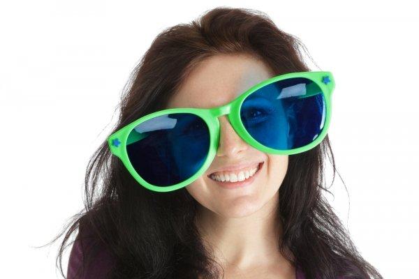 10 Pilihan Kacamata Lucu dan Unik yang Bikin Penasaran Mungkin Bisa Kamu Coba