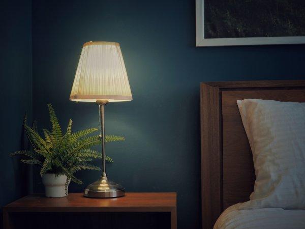 Jadikan Kamar Semakin Stylish dengan 10 Rekomendasi Lampu Tidur Modern Ini (2020)
