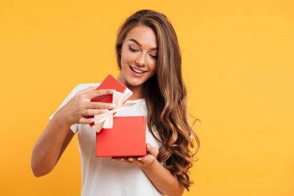 10 Rekomendasi Hadiah Tukar Kado Murah Meriah untuk Kamu dengan Budget Tipis