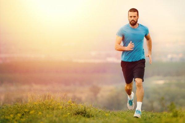 8 Rekomendasi Baju Olahraga Pria Berikut Cocok Banget Menemani Kamu Berolahraga (2019)