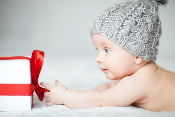 10 Inspirasi Kado Yang Bisa Anda Berikan Untuk Bayi Usia 5 Bulan