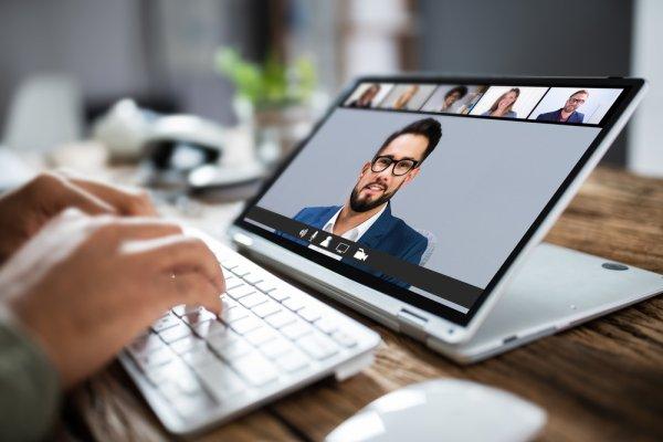 10 Rekomendasi Laptop Hybrid Keren untuk Kamu yang Mobile (2021)