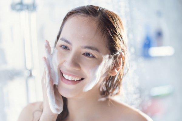 Raih Wajah Putih Berseri dengan 10 Rekomendasi Sabun Pemutih Wajah yang Aman untuk Digunakan Sehari-hari (2020)