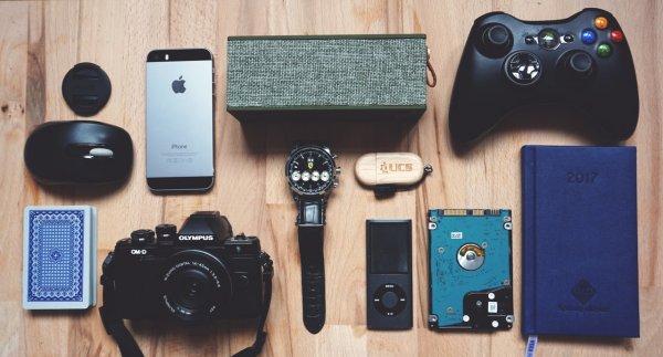 सुनिश्चित नहीं हैं किआप  हेडफ़ोन, स्मार्ट घडी या लैपटॉप में से क्या खरीदना चाहते  है? लड़को के लिए 10 बेहतरीन गैजेट जिनका वे हर दिन उपयोग करना चाहगे (2019)