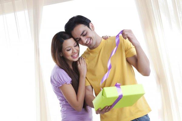 10 Inspirasi Kado Pernikahan untuk Suami yang Akan Membuatnya Bahagia dan Makin Cinta Padamu