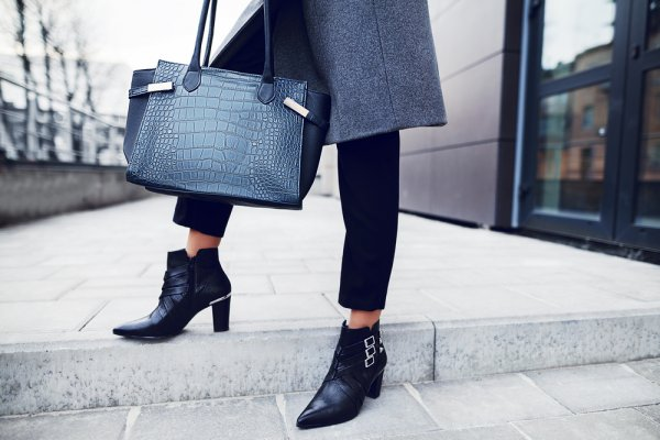 Dengan 9 Rekomendasi Sepatu Boots Wanita 2019 Ini, Kamu Bisa Tampil Beda