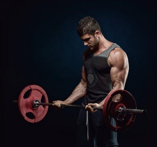 Nyaman Berolahraga dengan 10 Celana Fitness Pria yang Berkualitas