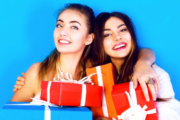 10 Wonderful Friendship Day Gifts for the Best Bestie Ever and Cute Ideas to Celebrate Your Friendship (2019)