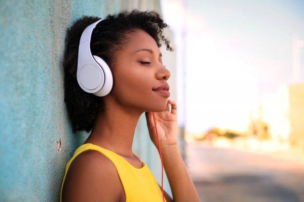 10 Rekomendasi Headset untuk Menciptakan Pengalaman Terbaik Bermain Game, Menonton Film, dan Mendengar Musik