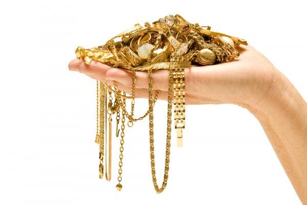 Tampil Menawan dan Elegan dengan 10 Perhiasan Emas yang Bisa Kamu Kenakan