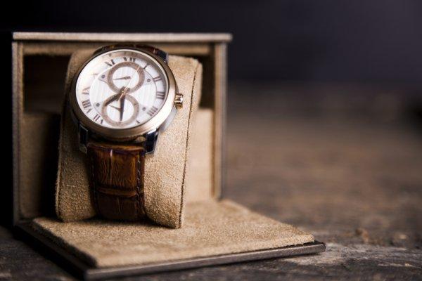 10 Pilihan Jam Tangan Bergaya Klasik untuk Pria Elegan