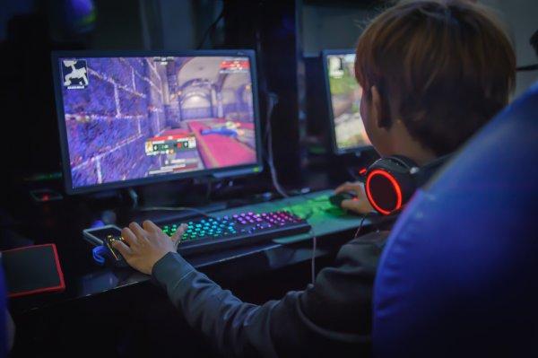10 Rekomendasi Monitor Gaming untuk Pencinta E-Sport Sejati (2021)