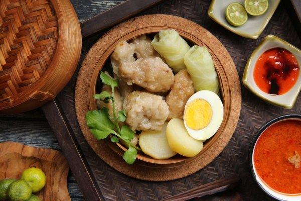 Wisata ke Bandung? Jangan Lupa Berburu Kuliner dan Cicipi 15+ Jajanan Bandung yang Lezat Ini
