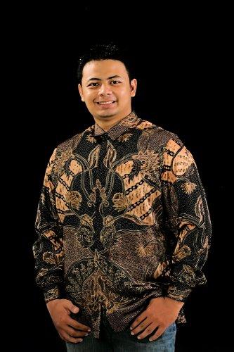 11 Baju Batik Kombinasi Pria yang Cocok untuk Suasana Formal Maupun Santai
