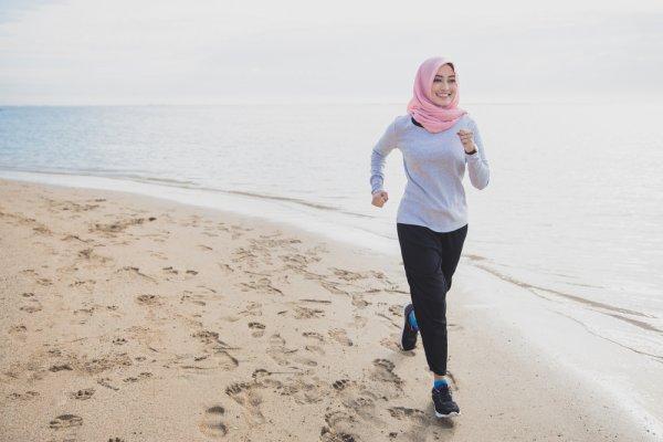 8 Rekomendasi Celana Pantai 2019 yang Sopan dan Modis untuk Hijaber