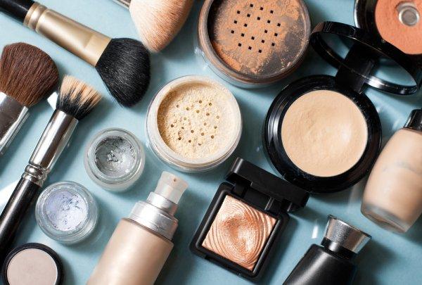 Daftar 9 Kosmetik Lengkap yang Harus Dipunyai Kaum Hawa