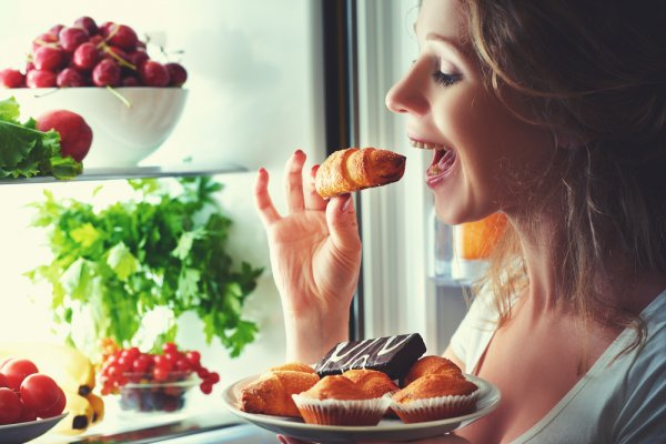 10 Camilan Malam Hari yang Aman Bagi Pelaku Diet