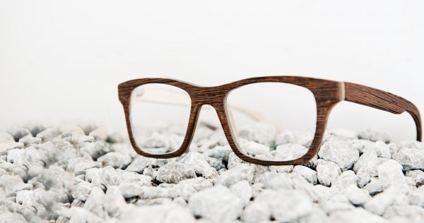 Rekomendasi 9+ Kacamata Kayu yang Unik untuk Gaya Sehari-hari