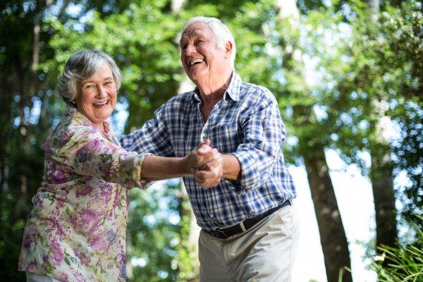 Setiap Orang Pasti Menua, Inilah 10 Rekomendasi Produk yang Dibutuhkan Lansia Setiap Hari