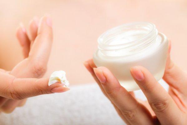 Ketahui Kandungan dan Fungsi Krim Kortikosteroid untuk Kulit Plus 10 Rekomendasi Produk Kortikosteroid yang Aman Digunakan