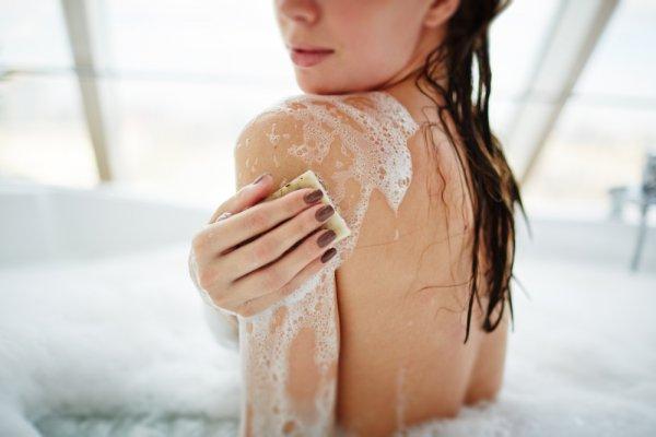 Mau Badan Tampak Cerah? Ini Rekomendasi 10 Sabun Pemutih Badan Terbaik